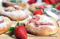 Kulinarne  pyszności  Molki: Mini pizze z truskawkami i rabarbarem