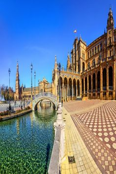 Some of the best sights in Spain can be found in Seville! With the Cathedral of Seville, Torre del Oro, and Alameda de Hércules sitting in the heart of the city, Seville is one stop in this beautiful country not to be missed! Sierra Nevada, Malaga, Facts About Spain, Backpacking Spain, Spain Culture, Spain Holidays, Voyage Europe, Weekends Away, Spain Travel