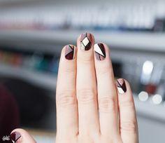 Tuto nail art effet vitrail (also a great site with lots of nail tutorials) Organic Shampoo, Dark Roots, Purple Hues, Dye My Hair, Nail Tutorials, Mosaic Art, Diy Nails, Nails Inspiration, Geometric Shapes
