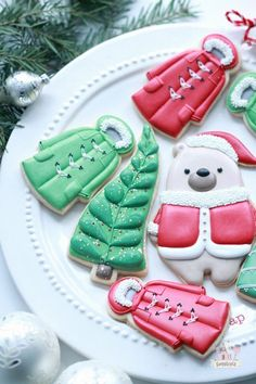 Favorite Christmas Food Gel Colors for Royal Icing Iced Cookies, Cut Out Cookies, Royal Icing Cookies, Fun Cookies, Decorated Cookies, Sugar Cookies, Christmas Cookie Icing, Holiday Cookies, Christmas Baking