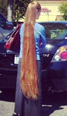 Long blonde hair down to her calves - Modern Long Hair Ponytail, Ponytail Hairstyles, Down Hairstyles, Pretty Hairstyles, Beautiful Long Hair, Gorgeous Hair, Naturally Beautiful, Rapunzel Hair, Really Long Hair
