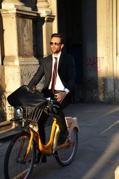 Nothing new here, a man in a suit riding a bike ----> perfection. -- Milano Bike Share