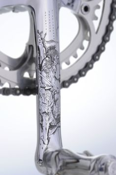 Vintage Luxury Bicycles is a Spanish brand that imagines and redesigns vintage bicycles with Japanese art. They enhanced an old Colinago bike by engraving Japan Paint Bike, Bicycle Painting, Bicycle Art, Bicycle Design, Retro Bicycle, Velo Vintage, Vintage Bicycles, Mountain Bike Shoes, Mountain Biking