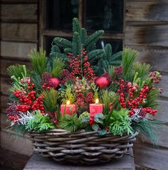 Christmas Urns, Christmas Design, Simple Christmas, All Things Christmas, Christmas Crafts, Christmas Flower Arrangements, Christmas Centerpieces, Floral Arrangements, Christmas Decorations