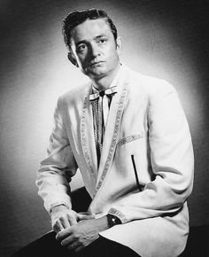 1954 ~ One of the first publicity photos of Johnny Cash for amazing Sun Records. Country Artists, Country Singers, Country Music, Country Roads, Johnny Cash June Carter, Johnny And June, Rock And Roll, John Cash, Musica Country