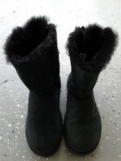 UGG Women's Black Sheepskin Boots/Size 7/Ribbons/Slip On/Synth Soles/Fur Interio #UGGAustralia #Fur #Casual