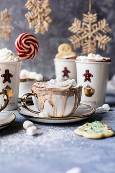 🎄❤🎄 days till Christmas🎅🏻❄ 🎁Q:Hot chocolate with or without marshmallows? Christmas Party Food, Christmas Drinks, Christmas Mood, Noel Christmas, Christmas Goodies, Christmas Treats, Christmas Gingerbread, Christmas Fashion, Hot Chocolate Bars