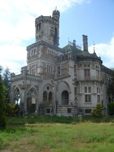 The Castle of Dona Chica is a Neo-romantic castle and/or residence located in the civil parish of Palmeira, municipality of Braga, in the northern region of Portugal. Originally designed by Ernesto Korrodi in 1915, the project suffered from a lack of funds early, eventually changing hands and falling into the possession of creditors.☾♎☽
