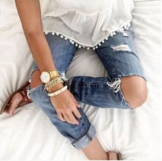 Tank top with pom-poms and ripped jeans. Cute summer look. Mode Outfits, Fashion Outfits, Womens Fashion, Looks Style, Style Me, Amo Jeans, Ripped Jeans, Summer Outfits, Casual Outfits