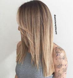 Straight Caramel Blonde Balayage Hair Brown Ombre Hair, Brown Blonde Hair, Ombre Hair Color, Hair Color Balayage, Balayage Highlights, Light Highlights, Medium Blonde, Short Blonde, Dark Blonde