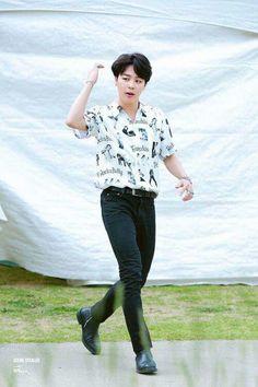 Jimin is a multi-billionaire entrepreneur, love has always been an after thought to him, but when Kim Taehyung shows up he might risk it all for him. Jimin Jungkook, Foto Jimin, Bts Bangtan Boy, Taehyung, Park Ji Min, Shakira, Busan, Mochi, Seokjin