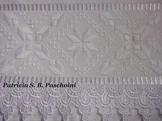 Toalha Bargello, Border Design, Embroidery Stitches, Ravelry, Needlework, Towel, Cross Stitch, Arts And Crafts, Lace