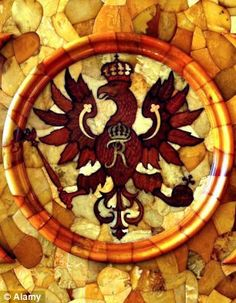 D3BGPF (dpa) - A view of the eagle coat of arms of the Prussian kings on the wall of the reconstructed amber room at the Catherine Palace in Pushkin (formerly Tsarskoje Selo) near St Petersburg, Russia, 13 May 2003. Catherine Palace accommodated the famous amber room until it was stolen by German troops du