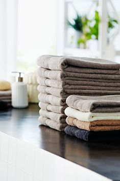 Comfy, cosy towels available in a range of colours and sizes from JYSK. Soft Towels, Guest Towels, Hand Towels, Bathroom Styling, Bathroom Interior Design, Scandinavian Home, Bathroom Accessories, Teak, Colours