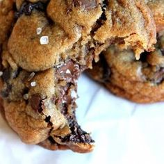 Nutella-stuffed sea salt chocolate-chip cookies. / I don't know if these are good but soft chocolate chip cookies straight out of the oven are amazing. Then you add Nutella and i just can's see this going wrong.
