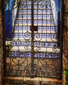 #petropolis #riodejaneiro #rj #errejota #azulejos #azulejoportugues #tiles #motif #escada #stairs #escalier #porta #portao #gate #photography #photo #pic #pictures #photooftheday #pictureoftheday #insta #instagram http://tipsrazzi.com/ipost/1505986518429213702/?code=BTmVsJrgCQG