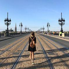 À peine arrivée à Bordeaux qu'il est déjà temps de repartir à Paris !  Une semaine bien chargée mais je vous emmène avec moi ❣️#LAMOUR . . #portrait #instagood #luxury #ootd #woman #shooting #sony #girl #blonde #girly #outfit #model #alexandramuller #thestreetograph #fashionphotographer #summer #digitalinfluencer #rentreescolaire #beach #travelphotography #travelblogger #sunsetbeach #moodoftheday #rentree2017 #beautifuldestinations #parisienne #parisjetaime #art #communityfirst Sunset Beach, Destinations, Mood Of The Day, Cap Ferret, Sony, Louvre, Girly, Beautiful, Portrait