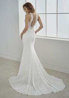 Crepe Wedding Dress, Pronovias Wedding Dress, Wedding Dress Train, Wedding Gowns, Wedding Dress Trumpet, Bateau Wedding Dress, Slim Wedding Dresses, Fitted Wedding Gown, Bridal Dresses