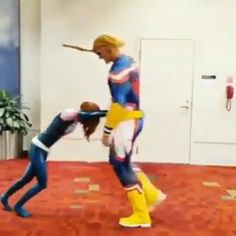 😂 😂 All Might - I didn't know where to put this. My cosplay pin or my hero academia pin. All Might Cosplay, Best Cosplay, Anime Cosplay, Naruto Cosplay, My Hero Academia Shouto, Hero Academia Characters, Funny Vid, Funny Memes, Images Kawaii
