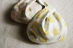 しじみバッグの製図と作り方 Purses And Bags, Diy And Crafts, Pouch, Sewing, Fabric, Pattern, Handmade, Maid, Couture