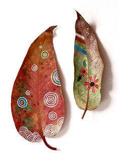 painting on leaves - would be pretty to arrange and decoupage on a canvas