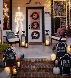 60 Crafty DIY Halloween Porch Decor and Design Ideas Spooky Halloween, Halloween Veranda, Theme Halloween, Holidays Halloween, Halloween Cupcakes, Vintage Halloween, Whimsical Halloween, Halloween Halloween, Halloween Doorway
