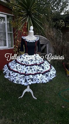 Square Dance, Dance Dresses, Christmas Ornaments, Holiday Decor, Outfits, Folklorico Dresses, Briefs, Folklore, Costumes