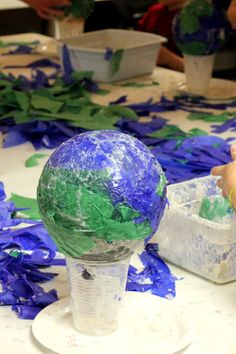 Earth Day Crafts for kids ~ Paper Mache Globes - Earth Day Crafts for kids ~ Paper Mache Globes Ea Space Projects, Space Crafts, Science Projects, Projects For Kids, Art Projects, Planet Project, Solar System Projects, Earth Day Crafts, Planet Crafts