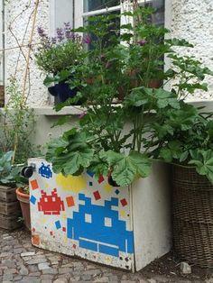 Neues aus der Reihe urban kraut's GreenFavs | SpaceInvaderKraut seen @ Korsörer Straße , Berlin | facebook.com/urbankraut | www.urban-kraut.de