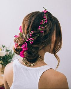 This Dutch Flower Braid Tutorial will teach you how to create an absolutely stunning braided wedding hairstyle. The fresh flowers in this wedding hairstyle tutorial give it a boho touch that make this DIY wedding hairstyle feel chic and rustic. Braided Bun Hairstyles, Bride Hairstyles, Pretty Hairstyles, Hairstyle Hacks, Braided Updo, Hairstyle Wedding, Dutch Flower Braid, Flower Braids, Flower Crowns
