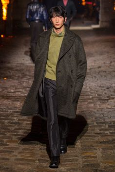 The complete Hermès Fall 2018 Menswear fashion show now on Vogue Runway.