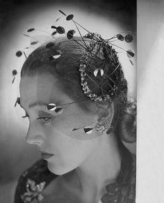1943 | Image by Condé Nast Archive/CORBIS