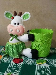 This Pin was discovered by оль – BuzzTMZ Crafts To Make And Sell, Diy And Crafts, Arts And Crafts, Art Lessons For Kids, Art For Kids, Yarn Animals, Princess Crafts, Crochet Baby Jacket, Cow Pattern
