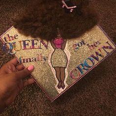 2016 DIY black girl graduation cap ideas the queen crown Graduation Cap Designs, Graduation Cap Decoration, Graduation Diy, Graduation Pictures, Cosmetology Graduation, Graduation Photoshoot, Grad Pics, Graduation Invitations, Senior Pictures