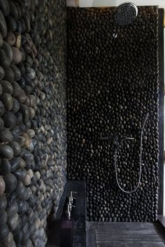Upea kiviseinä kylpyhuoneeseen #netrautalikes #kylpyhuone #kiviseinä