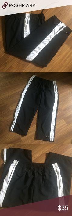 """Nike Capri Nice Capri Nike pants,size L,inseam 23"""" Nike Pants Capris"""