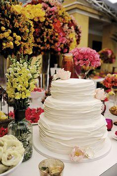 Decoração de Carol Souza Lima. O casamento de Ana e Marcelo foi publicado no Euamocasamento.com, e as fotos são de Priscilla Hossaka. #euamocasamento #NoivasRio #Casabemcomvocê