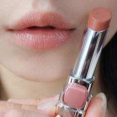 Does he look twice? Woman uke – About Lips Lip Makeup, Makeup Cosmetics, Beauty Makeup, Hair Beauty, Benefit Cosmetics, Glossier Lipstick, Summer Makeup Looks, Korean Makeup, Korean Skincare