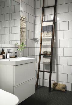 Kylpyhuone oli yksi lempijuttujani kun muutimme tänne. Vih-doin kiva kylpyhuone! Helsingin vuokrakämpissä kun ei noihin kylppäreihin ylee... Bathroom Inspiration, Bathroom Ideas, Design Blog, Home Spa, Ladder Decor, Interior Design, Home Decor, Design Interiors, Homemade Home Decor