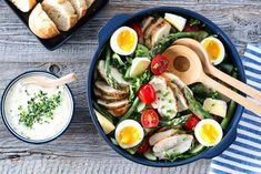 TI NYDELIGE SALATER MED SMAK AV SOMMER   TRINES MATBLOGG Recipies, Ethnic Recipes, Food, Spinach, Recipes, Eten, Meals, Cooking Recipes, Diet
