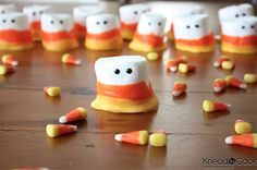 Tasty inspirations and ideas inspired by this iconic Fall candy treat - the candy corn. From candy corn sugar cookies or cheescake to yummy candy corn truffles or marshmallow treats. Soirée Halloween, Bonbon Halloween, Halloween Treats To Make, Halloween Goodies, Halloween Recipe, Marshmallow Halloween, Marshmallow Treats, Halloween Sweets, Halloween Chocolate