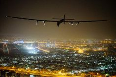 Solar Impulse 2, a solar-powered airplane, piloted by Swiss pioneer Bertrand Piccard is seen as it lands in Abu Dhabi to complete its round-the-world flight JEAN REVILLARD/AFP/Getty Images - Buscar con Google