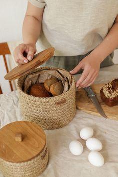 Rope Basket, Basket Weaving, Rattan Basket, Crochet Home Decor, Diy Home Decor, Storage Baskets, Small Storage, Diy And Crafts, Decoration