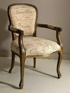 Sillón LETRAS de Bambó Blau. De madera de roble natural. Estilo clásico francés Louis XV. Para salón, despacho o dormitorio.