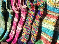 Free Knitting, Knitting Socks, Knitting Patterns, Big Knits, Leg Warmers, Plaid Scarf, Diy And Crafts, Slippers, Nest