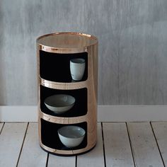 Prawdziwy domowy skarb - szafeczka Componibili firmy Kartell dostępna w 3 metalizowanych wykończeniach: złotym chromowym i miedzianym. Zapraszamy na Designisgood.pl