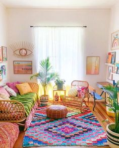 Bohemian Home Decor and Interior Design Ideas: Bohemian interior designs and home decor ideas are all interesting and a trending mode to change the simple beauty of the dreamland into the most exciting one. Colourful Living Room, Rugs In Living Room, Living Room Decor, Hippie Living Room, Colorful Rooms, Colorful Apartment, Colourful Bedroom, Bohemian Living Rooms, Bright Colored Bedrooms