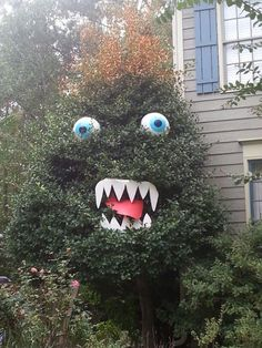 27 Halloween Decorating Ideas for The Garden Behind The House, The Most Popular Nowadays - Real Time - Diet, Exercise, Fitness, Finance You for Healthy articles ideas Spooky Halloween, Halloween Outside, Outdoor Halloween, Halloween Projects, Diy Halloween Decorations, Halloween House, Halloween 2020, Holidays Halloween, Halloween Party