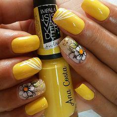 Manicure Nail Designs, Manicure And Pedicure, Nail Art Designs, Pretty Toe Nails, Pretty Toes, Yellow Nails Design, Les Nails, Beach Nails, Flower Nails