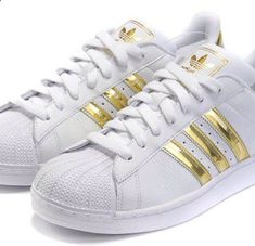Clothes For Gym Adidas Superstar Gold - The gym is one of the places where people can not care about their appearance and concentrate only on working their body to show it later. However there are items that help us exercise much more efficiently.